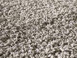 Lichtgrijs hoogpolig vloerkleed of karpet