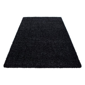 hoogpolig zwart vloerkleed