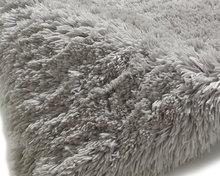 Prachtig-hoogpolig-vloerkleed-Poolstar-licht-grijs-PL95